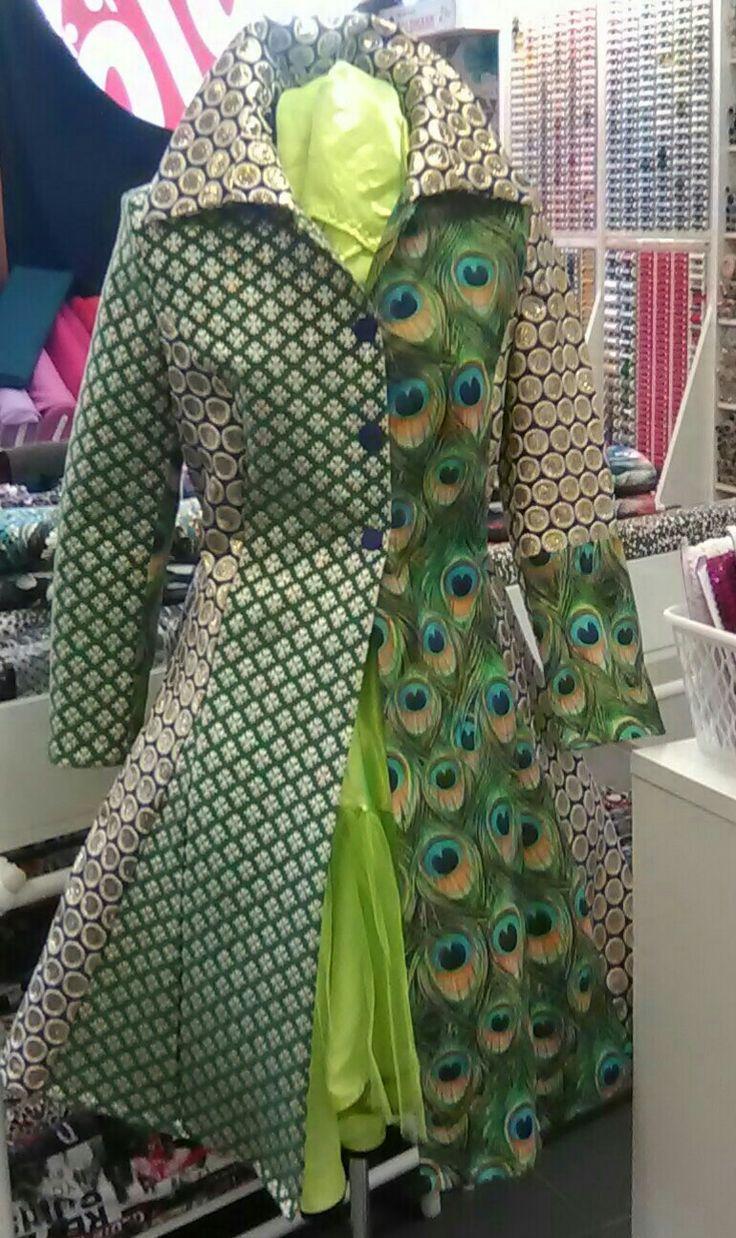 pauwen jas carnaval stoffen Rezatex markt 37 Kerkrade gemaakt door Thekla 0640606380