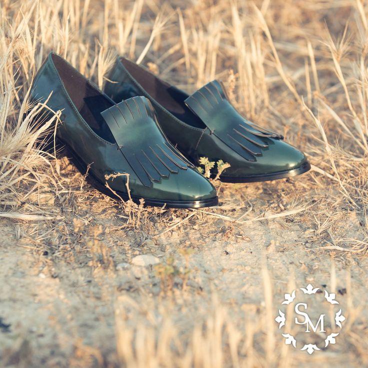 VERDE QUE TE QUIERO VERDE Esta temporada el color nos llena. Si optas por la discreción, estos zapatos verde oscuro de Bibi Lou Shoes pueden ser una excelente opción. #poncoloratuvida