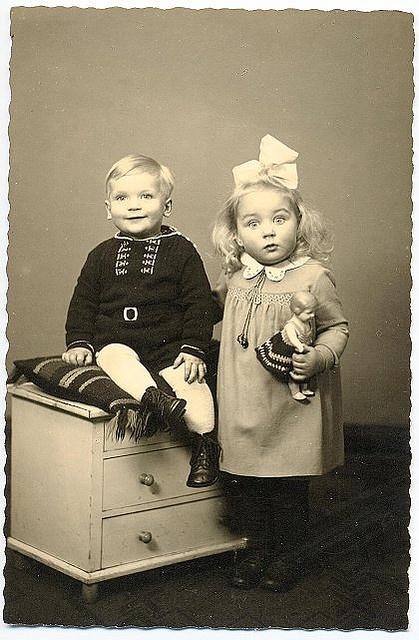love vintage photos of children and their dolls