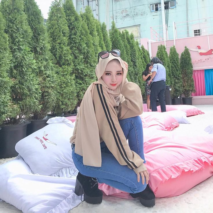 "26.1k Likes, 116 Comments - Shop at @eoa.official (@adirasalahudi) on Instagram: ""Im watching you!  fav shawl @galerihajra"""