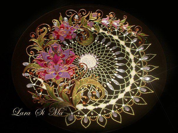 Puntillismo. Точечная роспись. Роспись по стеклу. Декоративная тарелка. работа Ларисы Симановой, Lara Si Ma