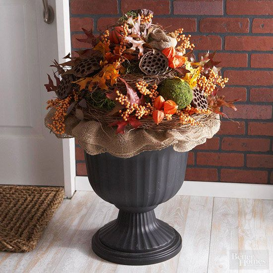Guests will ooh and aah over this gorgeous autumn porch decor DIY.