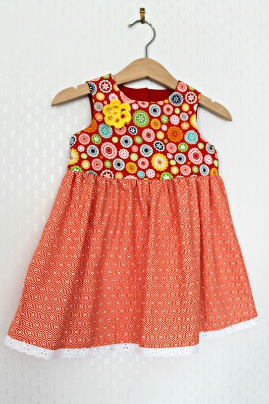 robe froncée bébé avec fleur au crochet