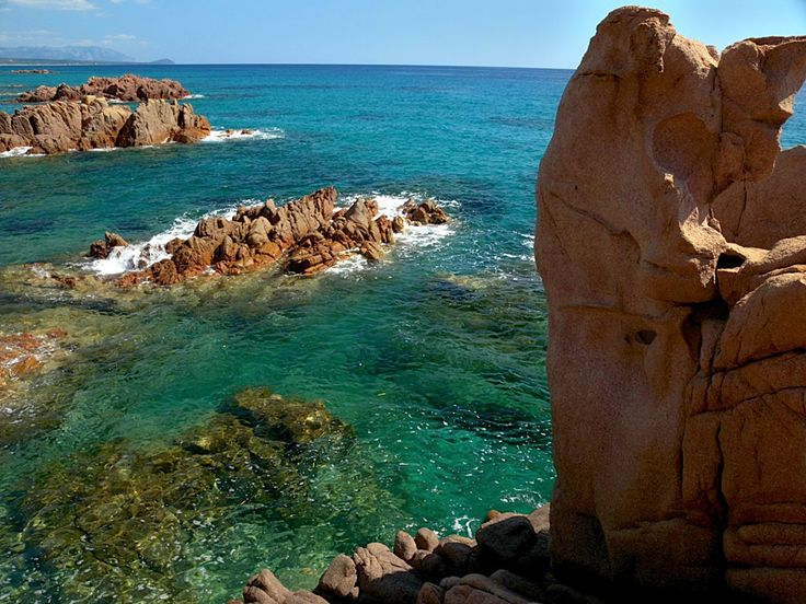 Along the coast of marina di Gairo there's a succession of sandy inlets, rocks, stones and red porphyry, to make a varied and unspoilt landscape.