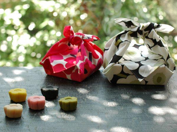 世界で愛され続けている、あの愛らしいモチーフ! 「マリメッコ」のアイコニックな花柄「ウニッコ」が50周年を迎えるにあたり、2014年10月25日(土)から期間限定の「ウニッコ菓子」を販売!