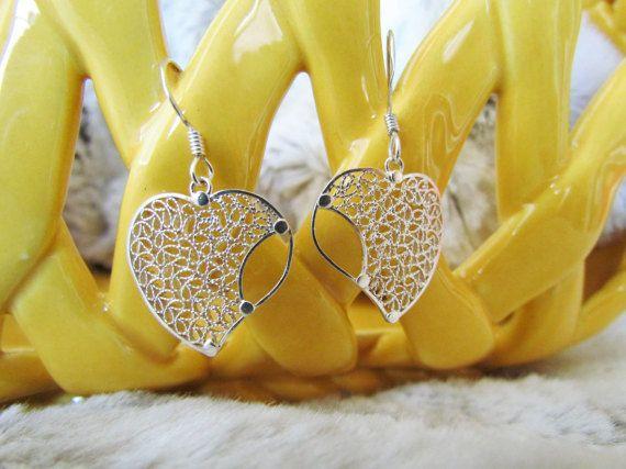 La conception en forme de boucles d'oreilles coeur en filigrane de Mompox (Colombie), boucles d'oreilles en argent Sterling avec un design unique et complexe