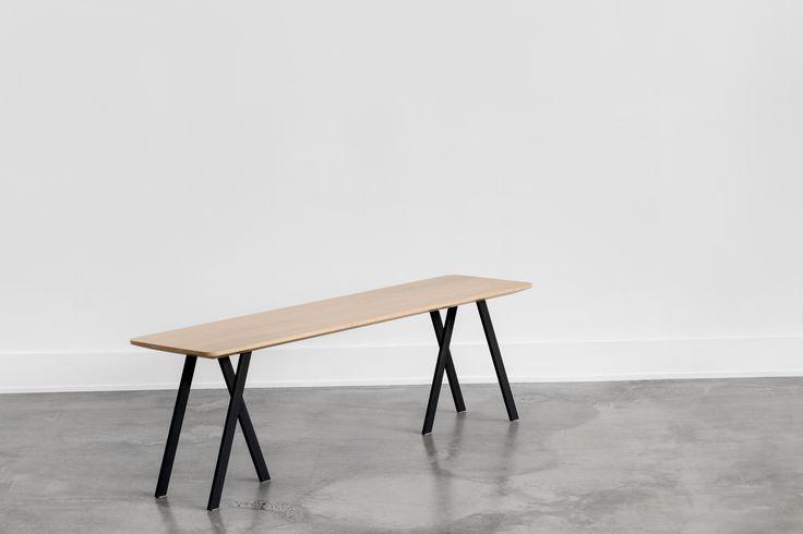 C110 solid white oak bench with subtle curves and black steel base / Banc C110 en chêne blanc massif avec de légère courbe avec base en acier noir