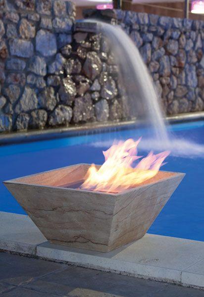 STONE Vaso d'arredo rastremato a base quadrata. La particolarità e il design dell'oggetto permette l'utilizzo in giardino, al bordo piscina ma anche all'interno. Stone è realizzato in pietra di luna massello. Su richiesta può essere realizzato con qualsiasi tipo di pietra.