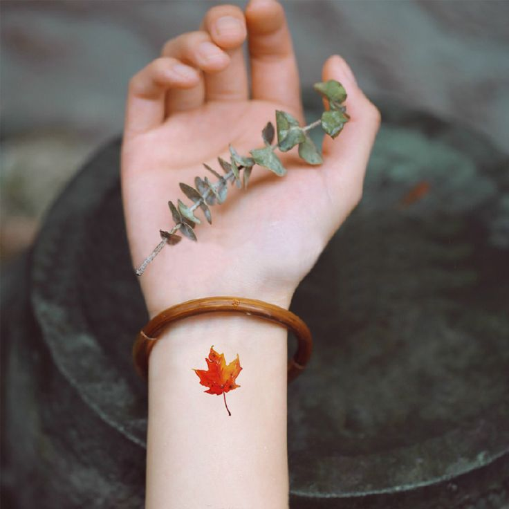 Fall - Maple leaf tamporary tattoo on wrist