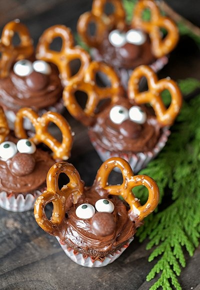 Mini Reindeer Cupcakes: could use red m instead. Christmas!