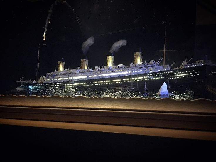 16 best Titanic 1:700 sinking diorama images on Pinterest ...