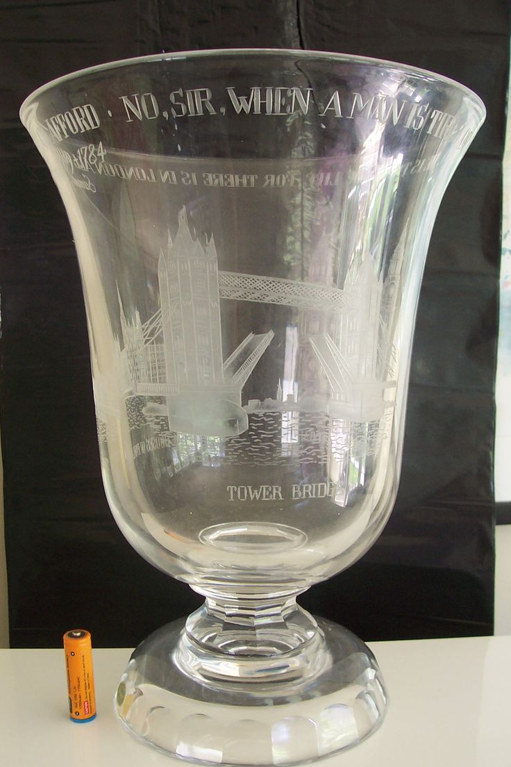 John Luxton for STUART Crystal ''Samuel Johnson'' ode to London engraved icons measures 12 1/2'' weighs over 5 kg