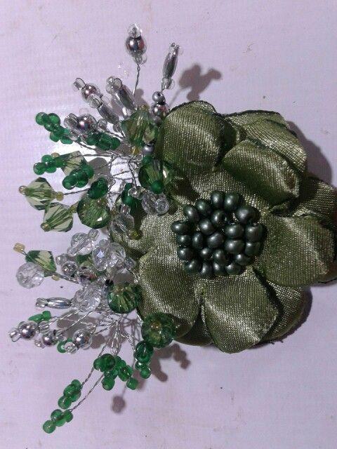 Broche shal verde