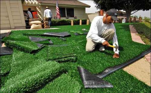 maintaining your artificial grass lawn 4