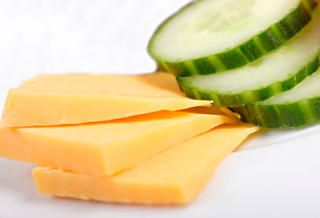 low calorie snacks: cucumber and cheese