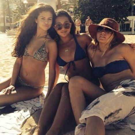Selena Gomez Bikini Photo Makes Instagram a Better Place