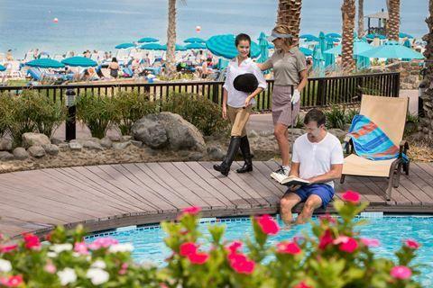 Jabil Ali Palm Tree Court&Spa  Description: Ligging: Jabil Ali Palm Tree Court & Spa ligt direct aan een privé strand en op ongeveer 20 minuten rijafstand treft u het winkelcentrum Ibn Battuta Shopping Mall en op ongeveer 50 minuten rijafstand van de luchthaven. Faciliteiten: Jabil Ali Palm Tree Court & Spa telt 208 kamers verdeeld over meerdere gebouwen met meerdere verdiepingen. De receptie staat 24 uur per dag voor u klaar. Voor een maaltijd snack of een drankje heeft maar liefst keuze…