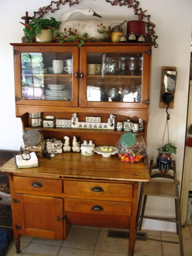 kitchen bakers cabinet 1000 images about possum belly cabinets on 18130