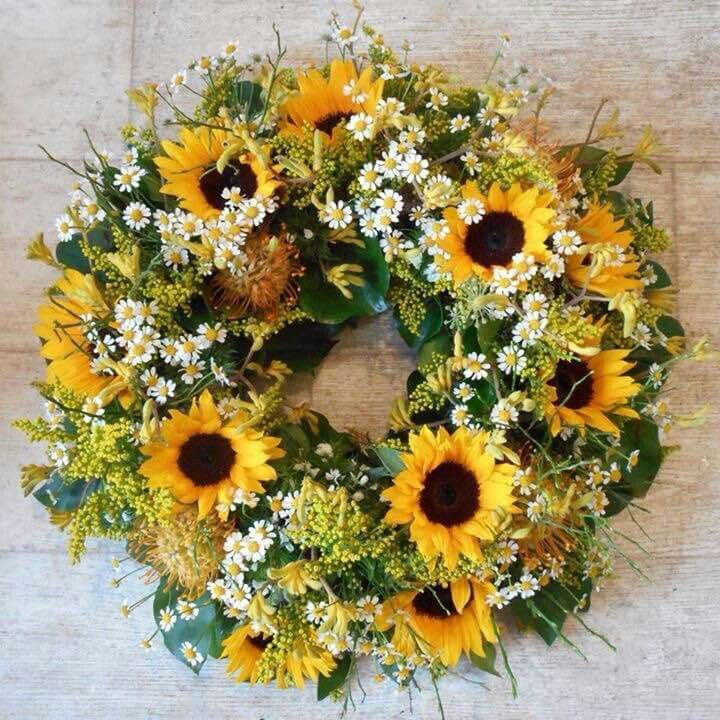 Summer wreath with sunflowers