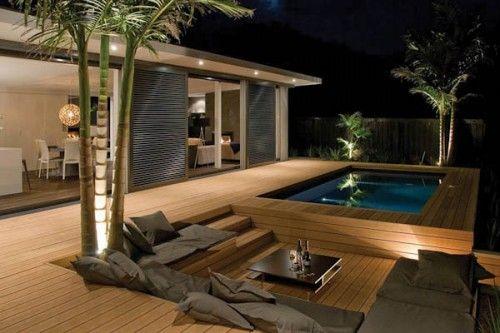 Banquette intégrée à même le dec de la piscine...j'aime !