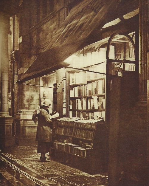 Sicilian Avenue, London, bookstall,1920s
