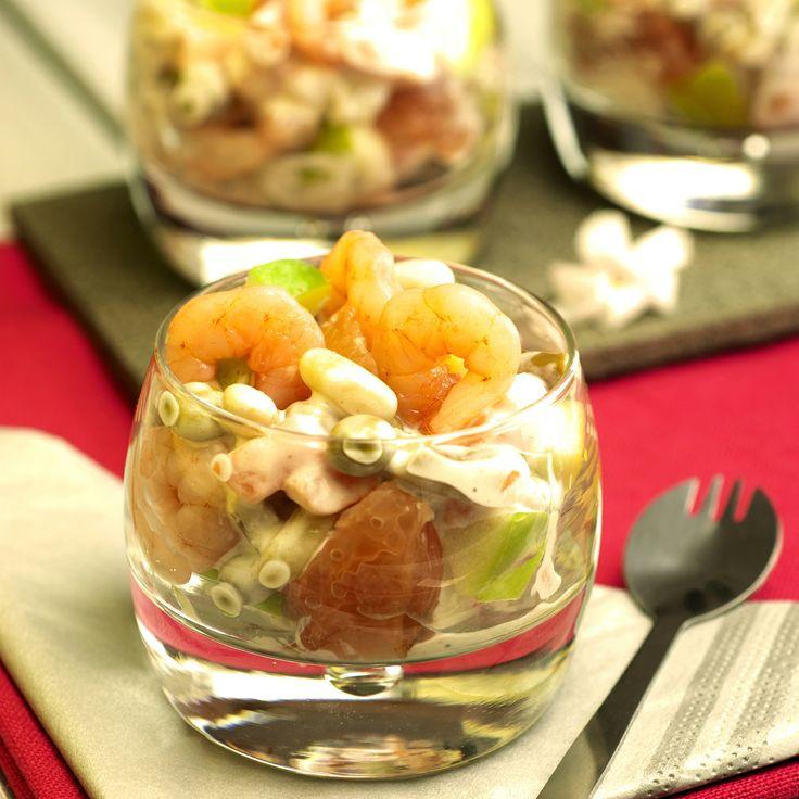 La #macedoine se fait belle et s'affiche en #verrine avec des quartiers de #pamplemousse, de #pommes et des #crevettes ! Un mariage réussi pour une explosion de #saveurs #SurprenezVous Retrouvez la recette ici >>> http://www.bonduelle.fr/recettes/verrine-de-macedoine-de-legumes