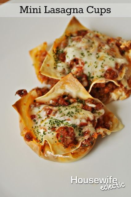 Housewife Eclectic: Mini Lasagna Cups. This dinner recipe is so easy to pull together and absolutely delicious!