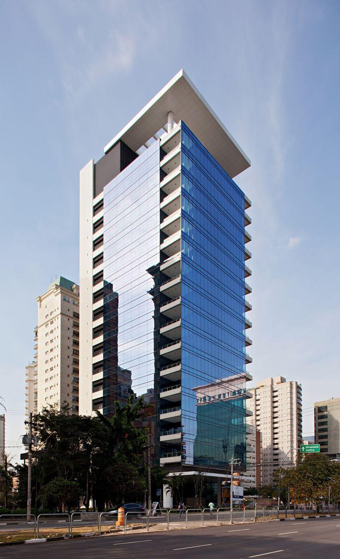 Construído na 2012 na São Paulo, Brasil. Imagens do Daniel Ducci. O edifício JK 1600 foi concebido de maneira a permitir uma planta livre sem a interferência de pilares visíveis. Sua estrutura é composta basicamente...