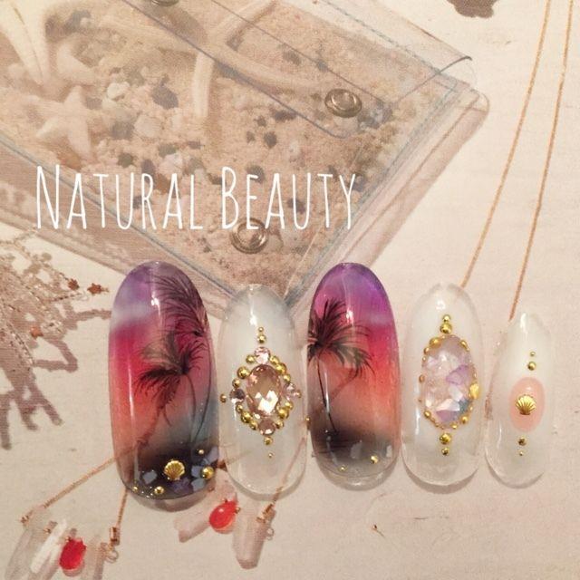 ネイル 画像 Natural Beauty 赤坂 1654532 カラフル 白 グラデーション シェル マリン 夏 海 リゾート ソフトジェル ハンド ミディアム