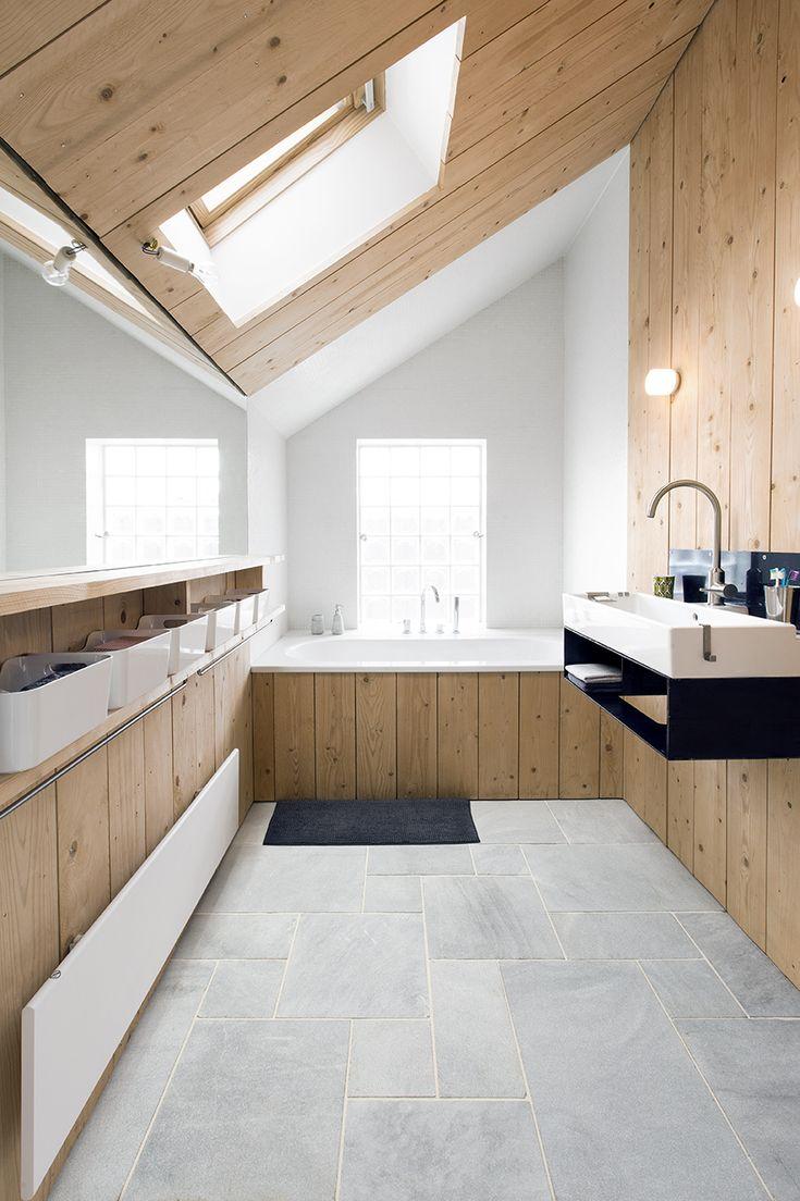 Calcaire Bleu Lacté, parfait pour le sol d'une salle de bains   #décoration #pierrenaturelle #maison #architecture #intérieur #salledebains #sol