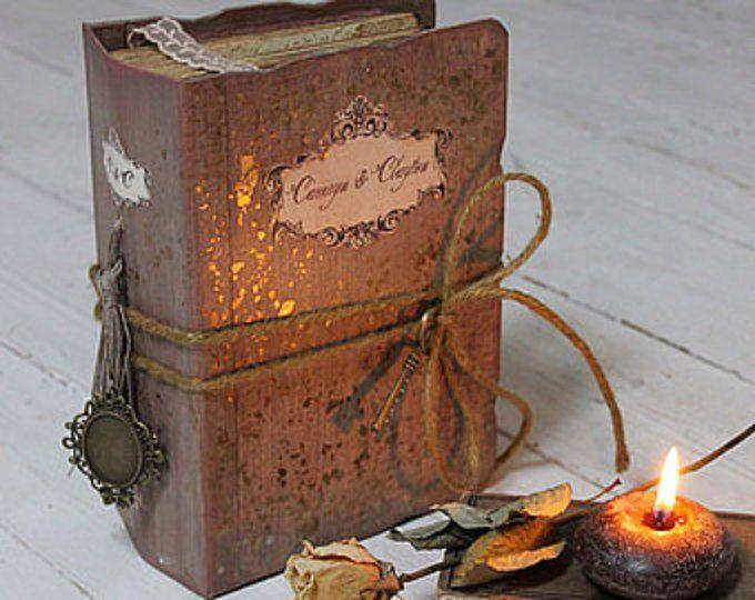 Durchstöbere einzigartige Artikel von LotusBluBookArt auf Etsy, einem weltweiten Marktplatz für handgefertigte, Vintage- und kreative Waren.