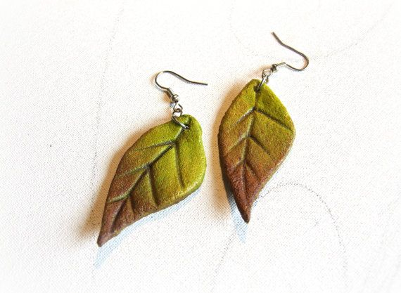 Leaf earrings hand-painted Ecological recycled Green earrings by Sognoametista