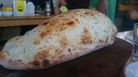 Lavas kender du nok fra din ferie i Tyrkiet, som et af de aflange, tynde brød, der bobler op med varm luft, når det kommer ud fra ovnen. Få opskriften her