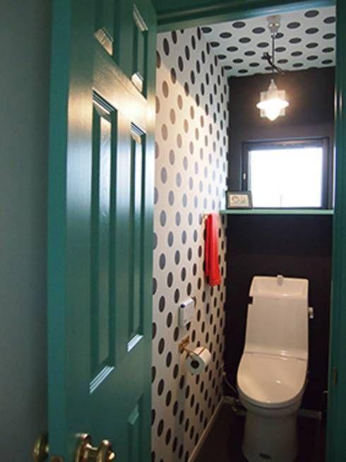 ドットトイレ: パパママハウス株式会社が手掛けたtranslation missing: jp.style.洗面所-お風呂-トイレ.modern洗面所/お風呂/トイレです。