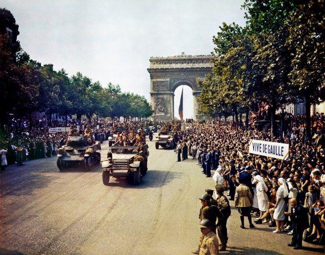 Montrer le «Paris Libéré».À mesure qu'ils libèrent le territoire métropolitain, les Alliés reconquièrent aussi la possibilité de produire les images qu'ils souhaitent montrer, et notamment celles de leurs victoires.Après les représentations du Débarquement et de l'avancée en Normandie de juin 1944, les films et photographies de la Libération de Paris constituent un nouveau moment décisif dans cette guerre des images, presque aussi essentielle que celle qui se mène sur les champs ...
