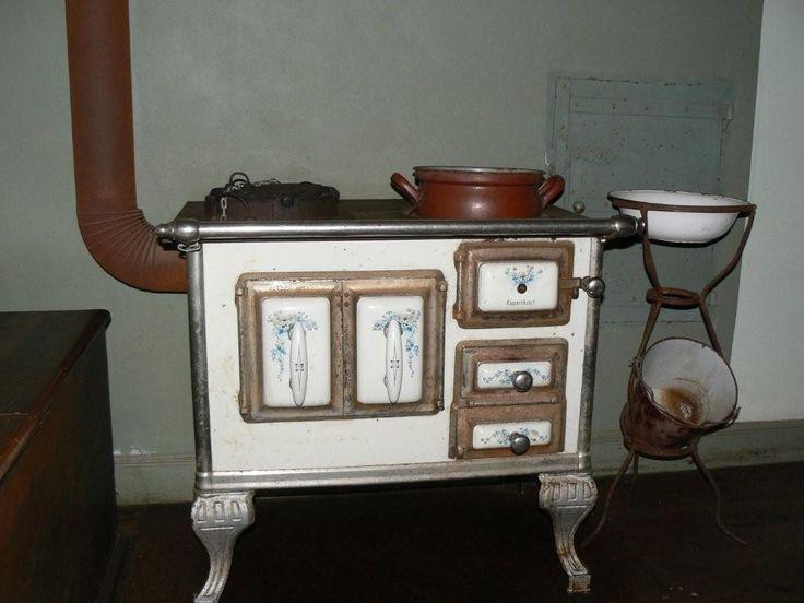 oude antieke fornuis open haard moderne keuken kookgedeelte heks
