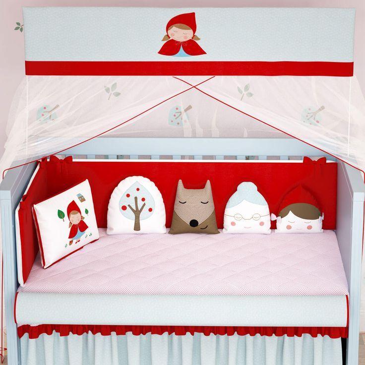 O Kit Berço Chapeuzinho Vermelho + Almofadas de Brincar formam a decoração do quarto de bebê que toda mamãe sempre sonhou! Em tons de vermelho vivo combinado ao azul suave, o quarto ganha uma atmosfera lúdica cheia de personalidade!