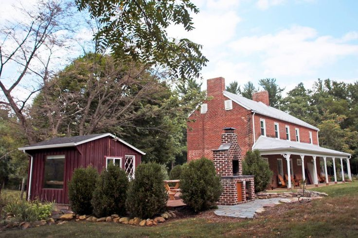 Airbnb: Modern 1850s Farmhouse near Lake - Houses for Rent in Luray