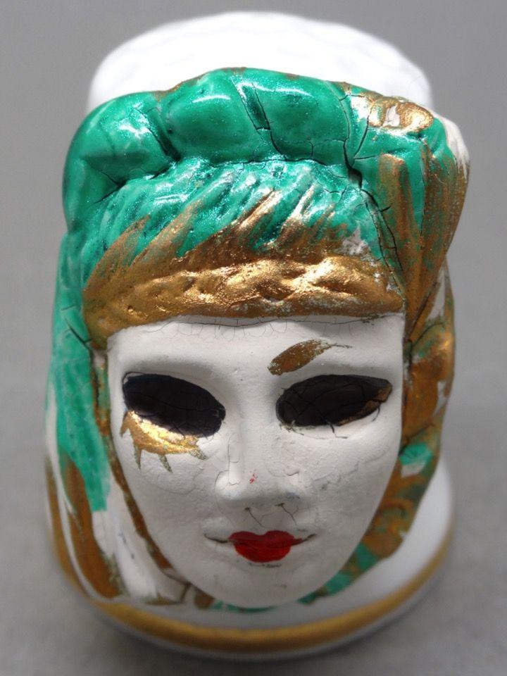 Mascara veneciana. Porcelana y estaño pintado. Thimble-Dedal-Fingerhut.