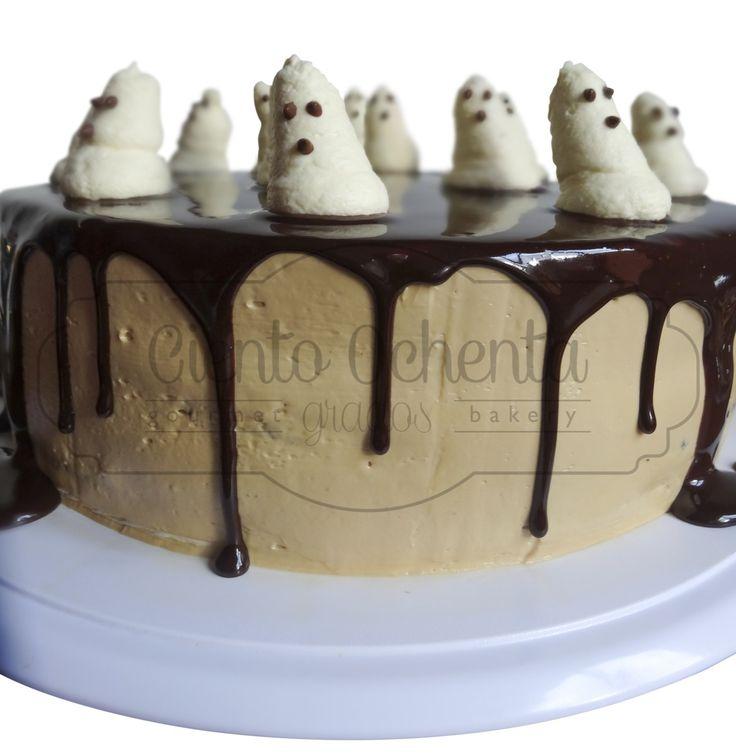 Ghost cake  Torta de Vainilla y chocolate,rellena de mousse de caramelo salado, crema de cafe y  glaseado de chocolate