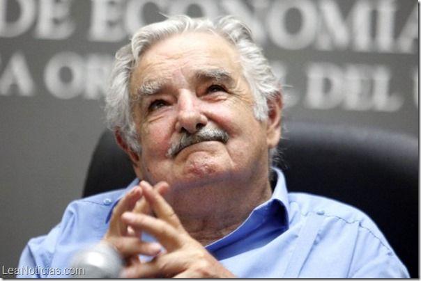 Uruguay aumenta el salario mínimo a 411 dólares - http://www.leanoticias.com/2014/01/17/uruguay-aumenta-el-salario-minimo-411-dolares/