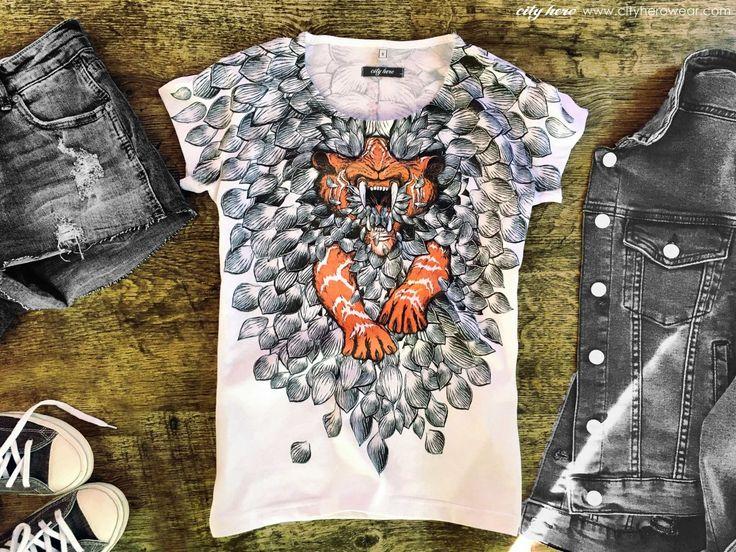 RRED T-shirt with tiger and lotus petals print