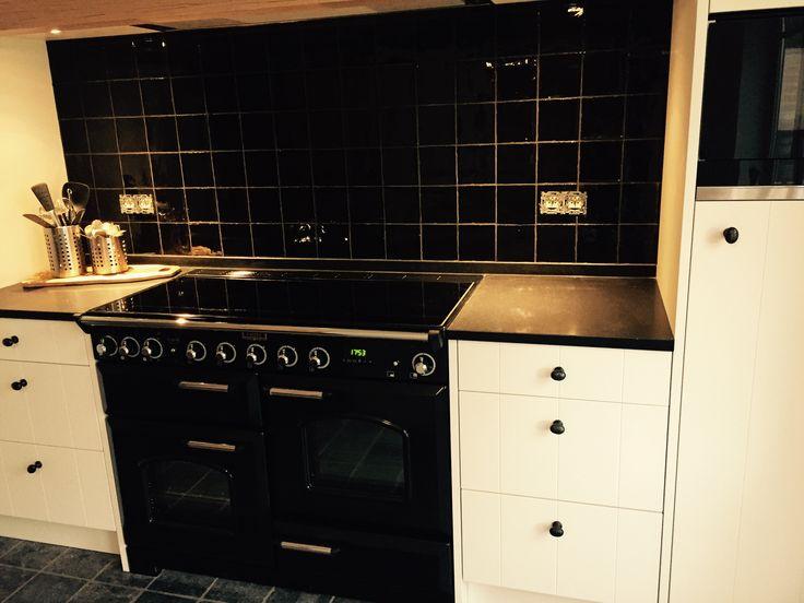 25 beste idee n over witte tegel keuken op pinterest keuken tegels en vierkante keuken - Zwart granieten werkblad prijs ...