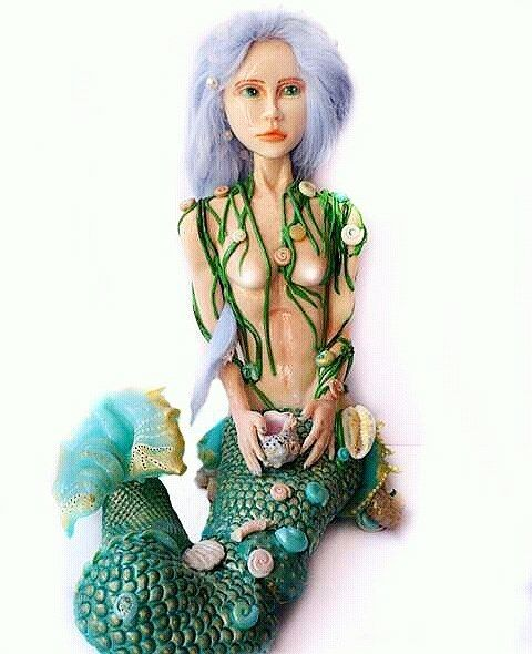 I accidentally deleted my earlier post on Instagram with the new sculpture of Eurynome a Greek deity worshiped near the confluence of rivers. Here it is again with her lovely tail and beautiful hair. Or perhaps it was taken down due to the nudity? Here is the censored version   #mermaid #mermaidvibes #mermaids #mermaidstuff  #turquoise #bluemermaid #semiprecious #sculptedface #sculpture  #goddess #primordial #naturelover #artisan #mixedmedia #sculptureart #claysculpture #claysculpture…