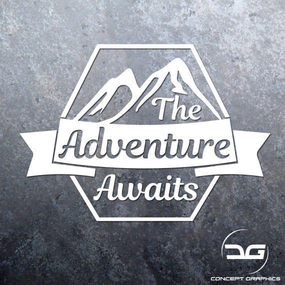 Das Abenteuer wartet auf Vinyl Aufkleber Aufkleber, Laptop Aufkleber, Auto Aufkleber, Wandtattoo, Wohnwagen Aufkleber, Berge, Reisen, Reisen, Camping