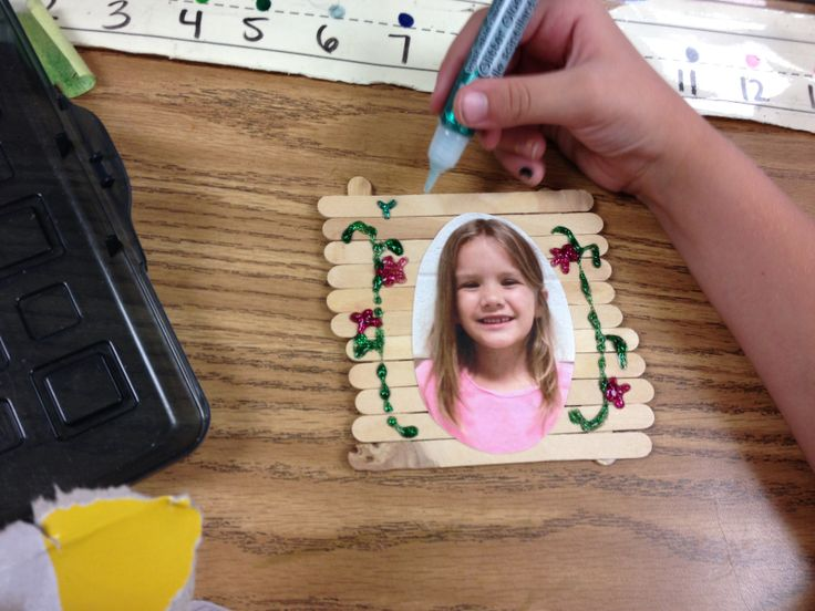 This is a pretty quick and easy craft to do as a gift for parents.  You could use it at Christmas, Mother's Day or we used it for Father's Day because we were still in school. My kiddos decorated their frames with glitter glue pens.  They loved doing this! #gift#popsicle sticks#craft