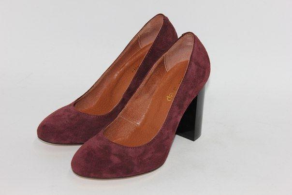 Бордовые замшевые туфли на толстом каблуке
