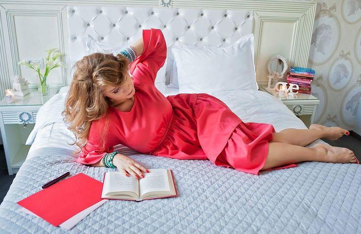 Livada cu rochii  Red dress  Cozy bed  Reading  Book