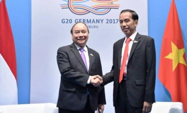 Presiden Jokowi menerima kunjungan PM Vietnam Nguyen Xuan Phuc, di Hamburg Messe, Hamburg, Jerman, Sabtu (8/7). HAMBURG ,09 Jul 2017-Di sela-sela pelaksanaan Konferensi Tingkat Tinggi (KTT) G20, Pr…