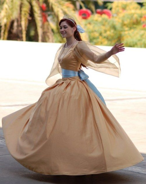 ok... want this princess anastasia dress. :)